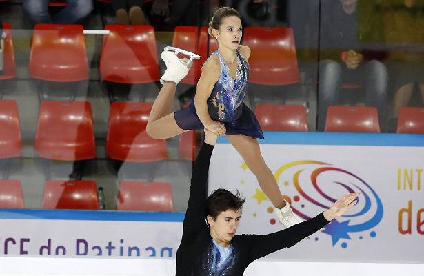 Daria Pavliuchenko and Denis Khodykin