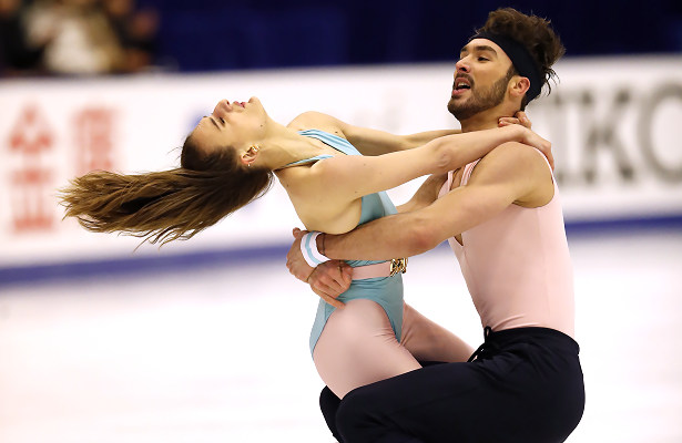 Papadakis and Cizerongrab lead in Sapporo with record score