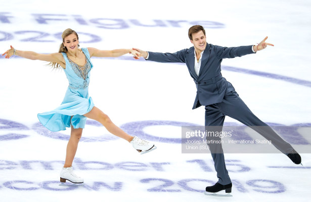 Sinitsina and Katsalapov dance to lead on home ice in Moscow